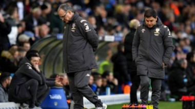 El Leeds de Bielsa sigue sin ganar en 2020: cayó 2-0 sobre la hora como local ante Sheffield Wednesday y perdió la punta de la Championship.