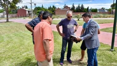 Sebastián de la Vallina encabezó la reunión con los vecinos del barrio.