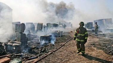 El fuego invadió la planta de residuos reciclados Fundación de Emprendimientos Patagonia, en el Parque Industrial de la ciudad de Trelew.