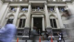 El Banco Central empieza a analizar el estado de los deudores para descongelar las cuotas.