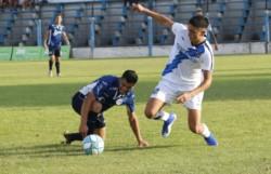 Brown utilizó once jugadores distintos en los dos tiempos del partido con Acassuso. (Foto: El Cordillerano).