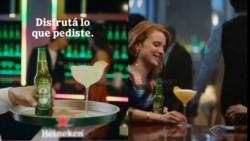 Los hombres también tomas tragos, según Heineken.