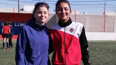 Abril Girandi y Florencia Sáez, las dos jugadores chubutenses citadas a la concentración en Ezeiza.