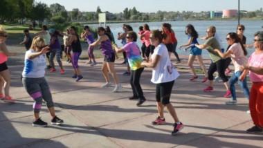 En la Plaza Alfredo García y en la Laguna Cacique Chiquichano, hay actividades para grandes y chicos.