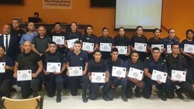 La Policía entregó ayer los correspondientes diplomas del primer y segundo curso de Operador de Escudo.