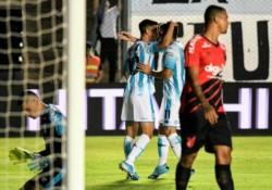 En el debut de Beccacece en el banco de Racing, fue empate 2-2 durante los 90 minutos y triunfo en los penales frente a Paranaense.