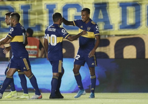 Villa cambiaó el penal por gol y adelantó al Xeneize 1 a 0 frente a Universitario de Lima.