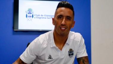 Sonríe Maradona: Lucas Barrios es nuevo jugador de Gimnasia y Esgrima La Plata.
