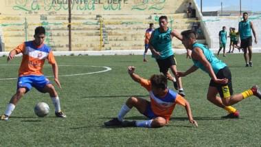Los selectivos de J.J. Moreno de inferiores jugaron ayer un amistoso ante La Ribera, que jugará el Regional.