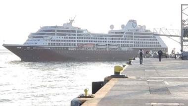 El buque no estaba en la grilla de los ingresos aunque una cancelación en Malvinas provocó su llegada.
