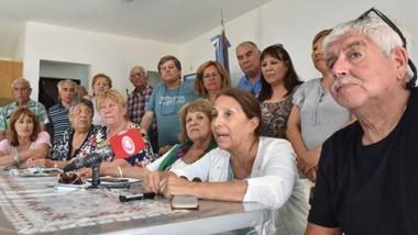 En alerta. Los jubilados provinciales brindaron una conferencia de prensa para mostrar su preocupación.