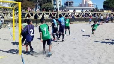 El torneo infantil de fútbol playa es organizado por la Municipalidad de Puerto Madryn.