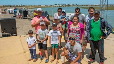 De fiesta. Los vecinos se sumaron a las actividades organizadas desde el municipio en El Elsa
