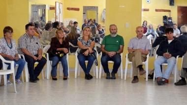 Siete legisladores asistieron a la convocatoria para reunirse con jubilados y trabajadores.