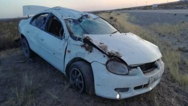El automóvil Chrysler Neón con sus serios daños en la carrocería.