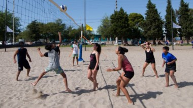 """El programa """"Deportes en la Arena"""", se realizará todos los sábados en la canchita de la Laguna Chiquichano."""