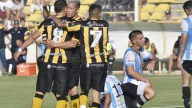Deportivo Madryn fue contundente y resolvió rápidamente el encuentro ayer en el estadio Abel Sastre. Ahora espera rival en la próxima fase.