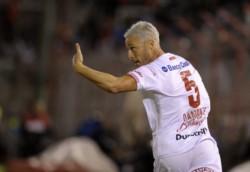 Damonte rescindió el contrato con Banfield, se retiró del futbol, y se convirtió en el nuevo entrenador del
