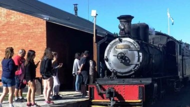 Demanda. El histórico tren no para de sumar pasajeros en el verano.