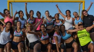 Con 6 equipos en Libres Femenino, 8 en Masculino y 4 en Menores, se jugó el tradicional torneo de beach handball en la costa de Playa Unión.