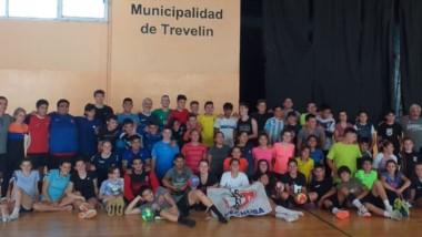 Con gran cantidad de participantes, hubo clínica para entrenadores y un campus para jugadores en Trevelin.