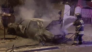 El hecho ocurrió en el barrio Menfa y el auto sufrió importantes daños