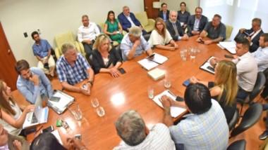 Los diputados de todos los bloques durante el encuentro con el ministro de Economía para aclarar algunos de los puntos del plan de reestructuración del Estado.