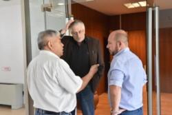 La protesta de los integrantes del sindicato de la APEL se trasladó ayer hasta la presidencia de Legislatura.