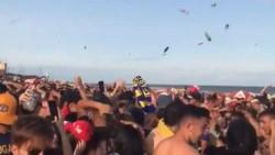 La medida se tomó a partir del crimen de Fernando Báez Sosa. Además, hubo varios heridos en la playa luego de arrojar botellazos al aire cuando terminaba una fiesta.