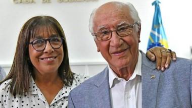 Hondo dolor. Cecilia Torrejón junto a su padre, Antonio en Casa de Gobierno durante la asunción de Quique García en Turismo en enero de 2019.