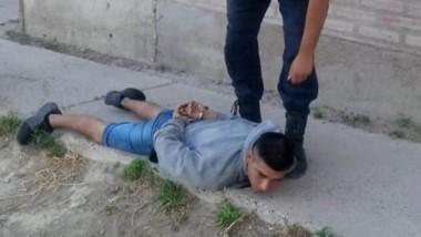 Uno de los jóvenes detenidos en la mañana de ayer tras querer hurtar.