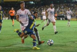 Agónico gol de Rinaudo para poner el 2-1 definitivo de Rosario central contra Huracán, en la vuelta de Marco Rubén.