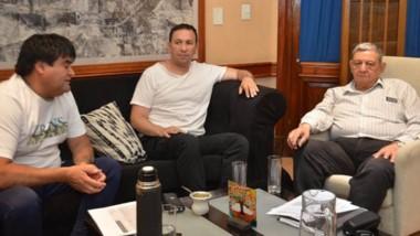 Serios. Giménez (izquierda) Maderna y Chiquichano, durante el encuentro en el principal despacho.