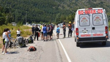 La cicilista cayó sobre el asfalto y sufrió un traumatismo craneal.
