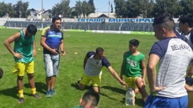 Ariel Yáñez, entrenador de un Belgrano de Esquel que aspira a no pasar inadvertido en el Regional 2020 del Consejo Federal.
