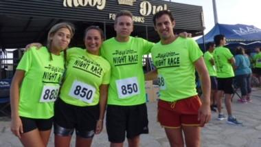 """Más de 150 atletas participaron de la """"Night Race"""" de Playa Unión."""