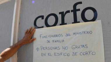 Los carteles elocuentes de la interna con el Ministerio de Familia.