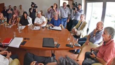 Durante el encuentro, los diputados plantearon dudas sobre los proyectos y la oposición descartó que haya acompañamiento.
