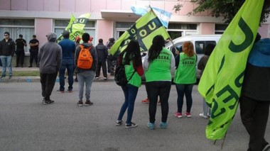Otra movilización. Los obreros de la construcción quieren endurecer su plan de lucha en Esquel.
