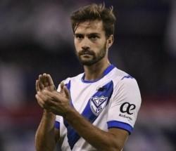 Racing ofertó dinero por el 50% que Vélez tiene de Agustín Bouzat. No hubo jugadores en medio de la negociación.