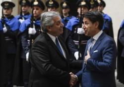 El jefe del Estado argentino y el premier Conte en el Palacio Chigi, en la ciudad de Roma.