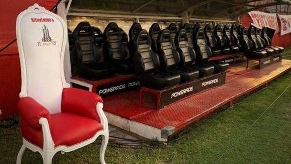 El sillón de D10S también está en el Tomás A. Ducó.