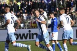 Gracias a los dos goles de Ciro Immobile (uno sobre el final), Lazio derrotó 2-1 al Brescia como visitante y continúa tercero de la Serie A con 39 puntos.