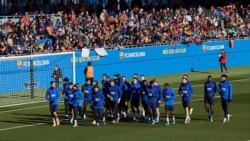 Previo al Día de Reyes, el primer equipo del Barcelona regaló a sus aficionados un entrenamiento de puertas abiertas.