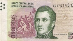 Queda solamente este mes para poder utilizar los billetes de 5 pesos para hacer pagos y cancelar transacciones.