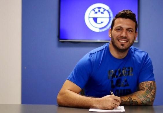 El jugador llega procedente de Ludogorets Razgard de Bulgaria con el pase en su poder y estará ligado al lobo por 18 meses.