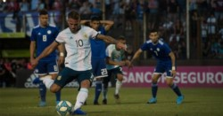 Mac Allister, de penal, marcó el gol del empate para la selecció argentina de Batista.