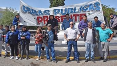 Pedido. El grupo de empleados de Obras Públicas que pide refaccionar las escuelas con anticipación.