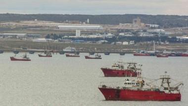 En la rada de Puerto Madryn hay 13 barcos con casos positivos.