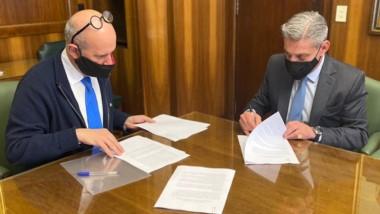 La firma del acuerdo en Buenos Aires para la asistencia de Nación.